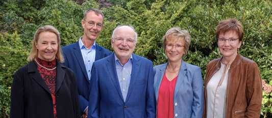 Das Kuratorium Petra Peters, Dr. Detlef Luthe, Dr. Wolfgang Heines (Kuratoriumsvorsitzender), Verena Heines-Mothes (stellv. Kuratoriumsvorsitzende), Sylvia Heines (v.l.n.r.)
